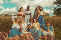 Un groupe au style bohémien et hippie vintage