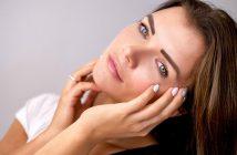 Jeune femme avec une belle peau et un teint naturel sans maquillage